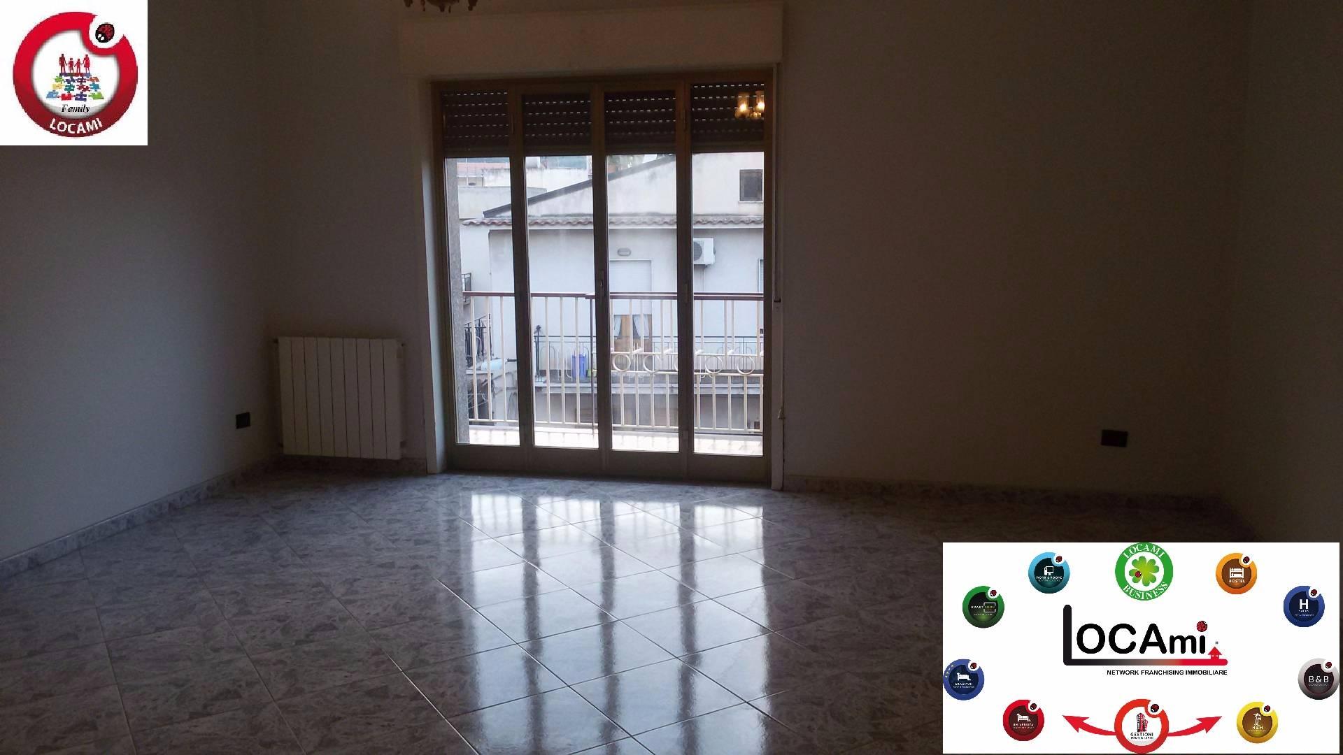 Appartamento in affitto a Patti, 6 locali, zona Località: MarinadiPatti, prezzo € 450 | Cambio Casa.it