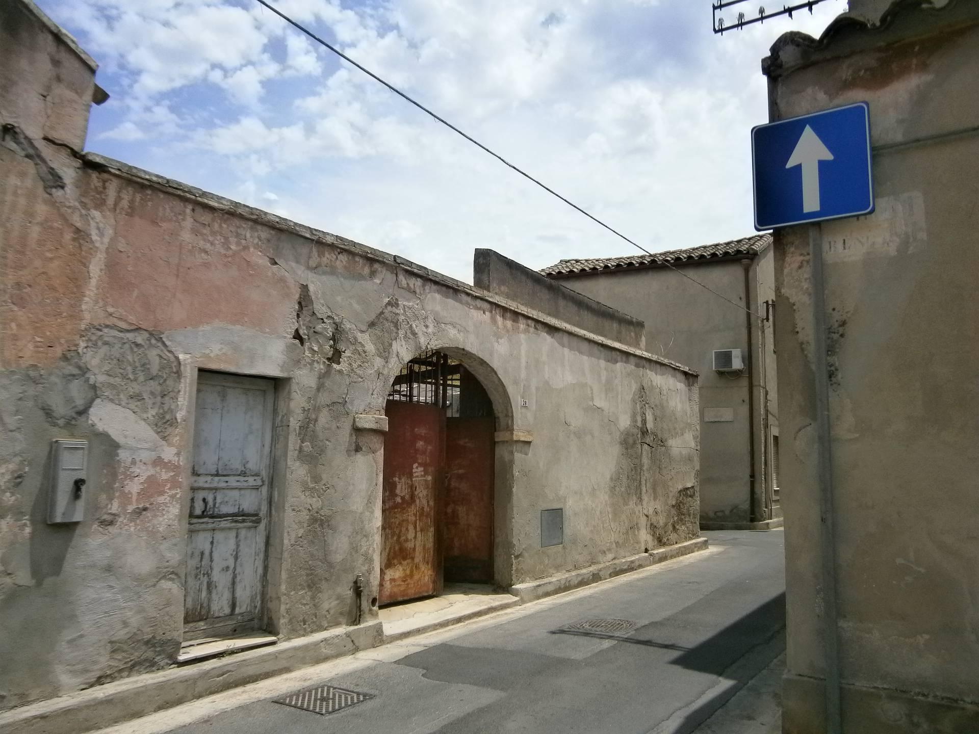 Villa in vendita a Quartucciu, 4 locali, zona Località: CentroStorico, prezzo € 79.000 | Cambio Casa.it