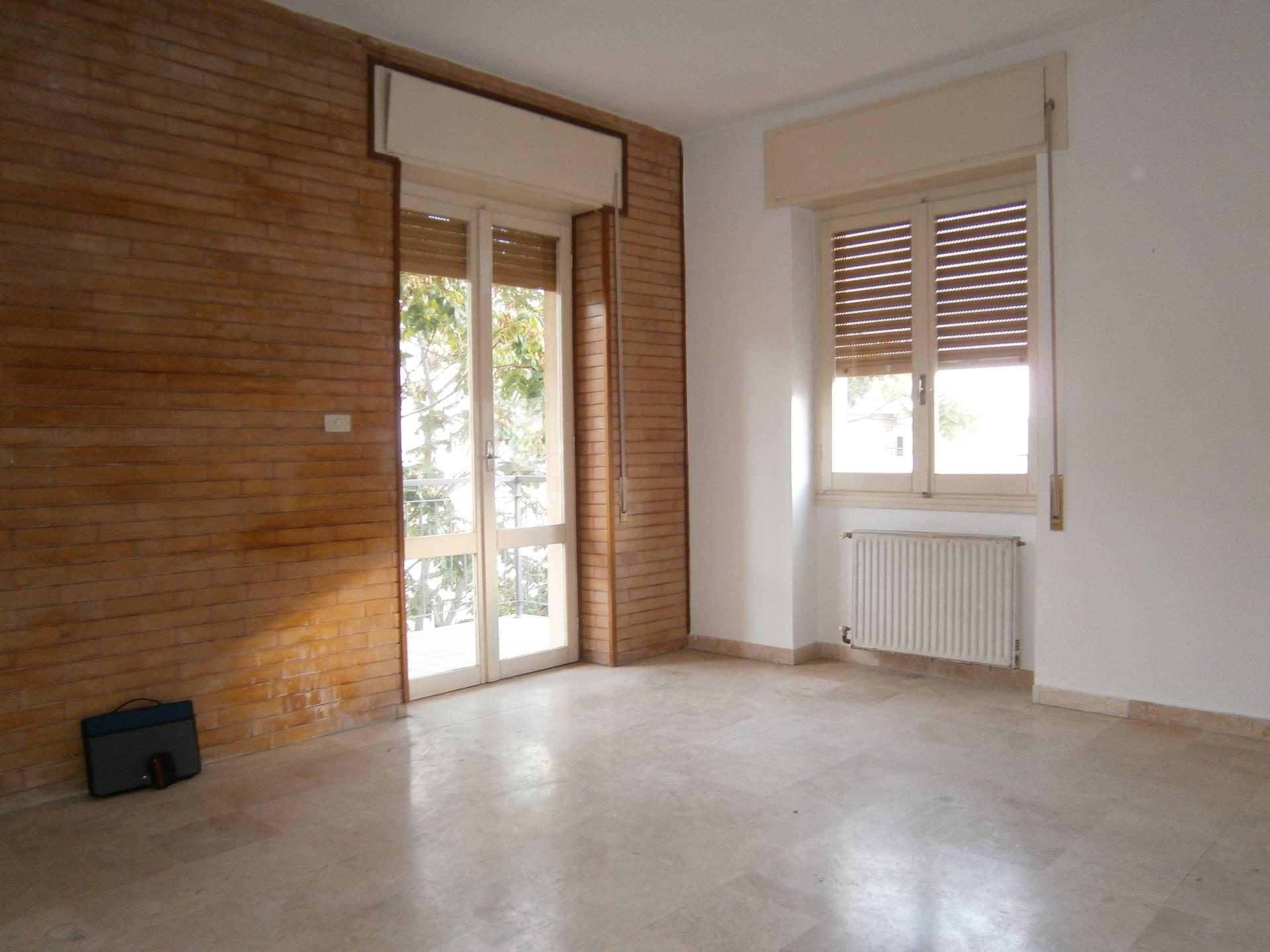 Appartamento in affitto a Cagliari, 5 locali, zona Località: QuartieredelSole, prezzo € 840 | Cambio Casa.it