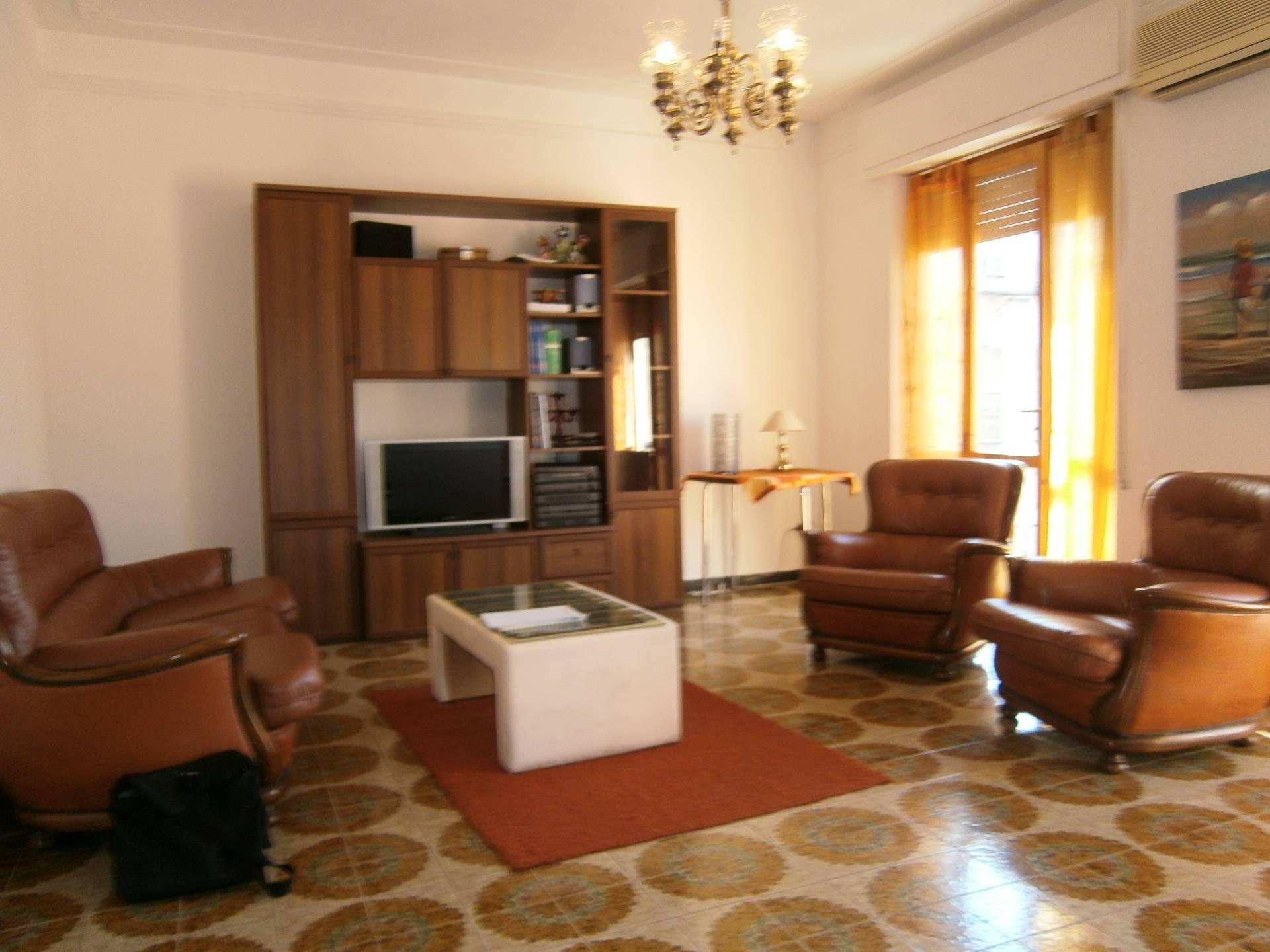 Appartamento in affitto a Quartu Sant'Elena, 5 locali, prezzo € 600 | Cambio Casa.it