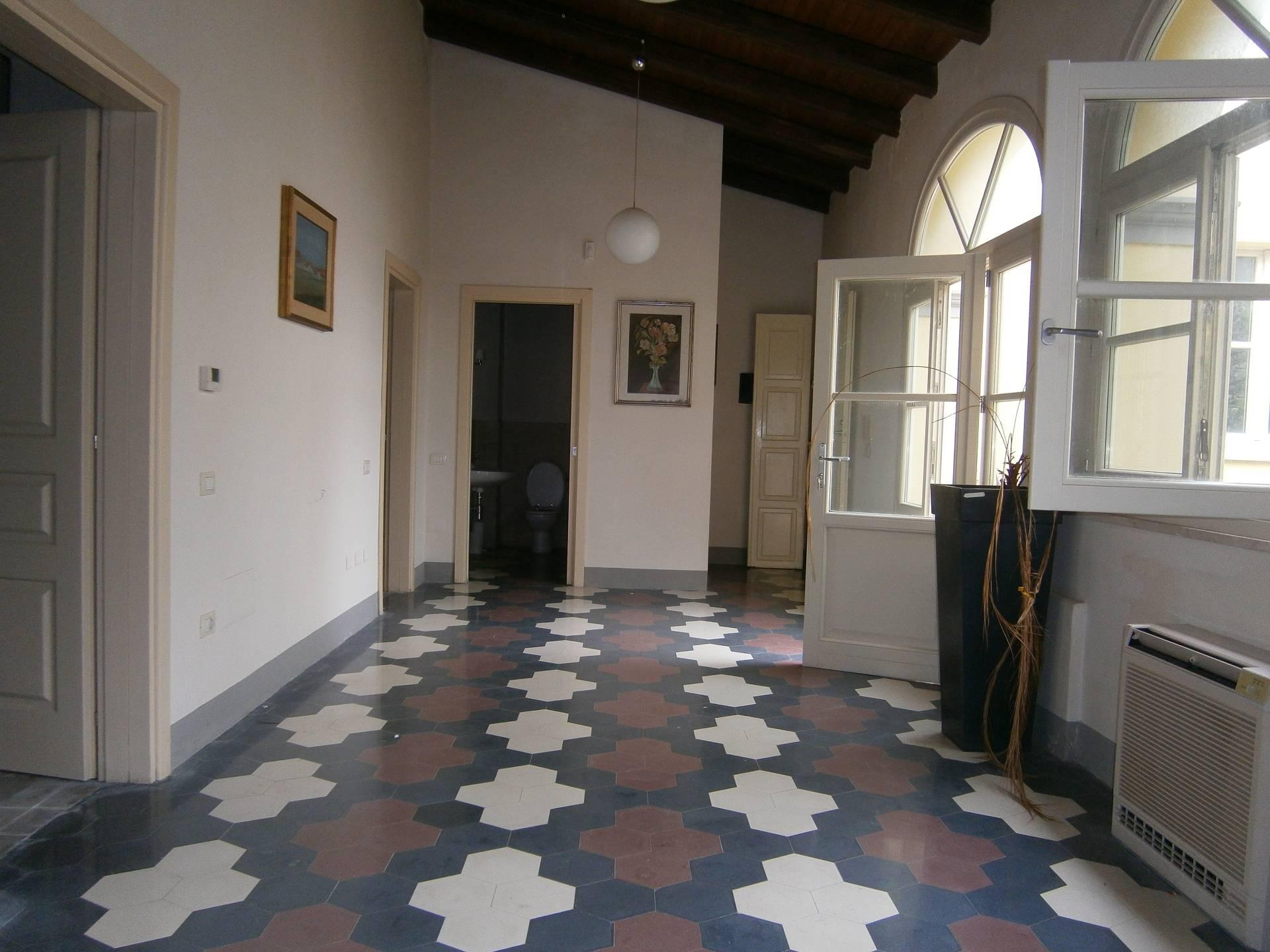 Villa in affitto a Quartucciu, 7 locali, zona Località: CentroStorico, prezzo € 1.500 | Cambio Casa.it