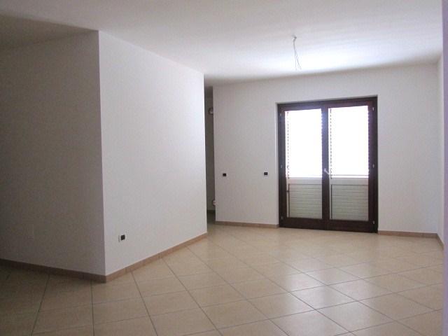 Appartamento in vendita a Corropoli, 5 locali, zona Località: Bivio, Trattative riservate | Cambio Casa.it
