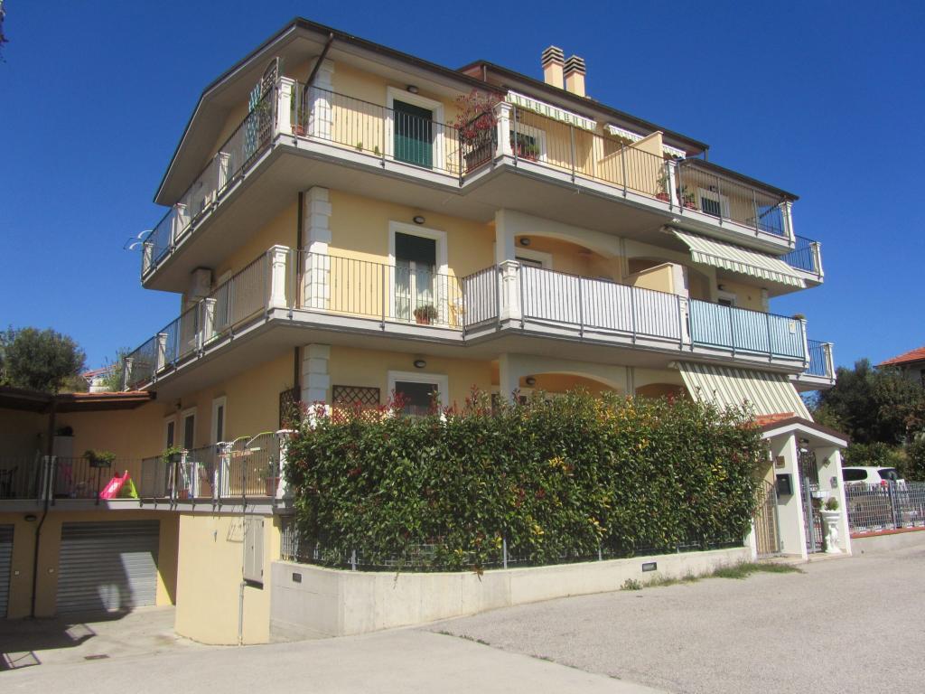 Appartamento in vendita a Colonnella, 4 locali, prezzo € 117.000 | Cambio Casa.it