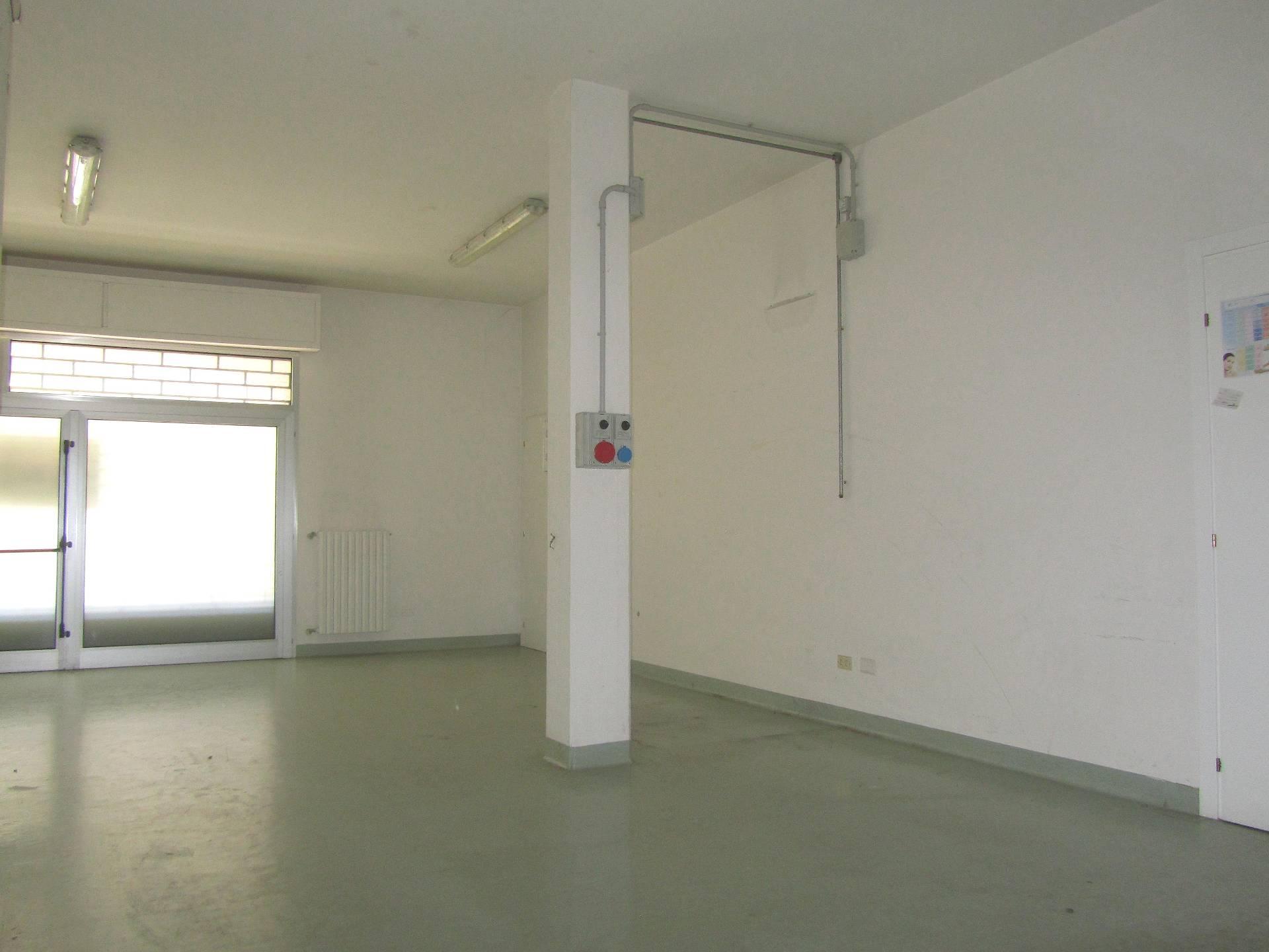 Negozio / Locale in vendita a Martinsicuro, 9999 locali, prezzo € 63.000 | Cambio Casa.it