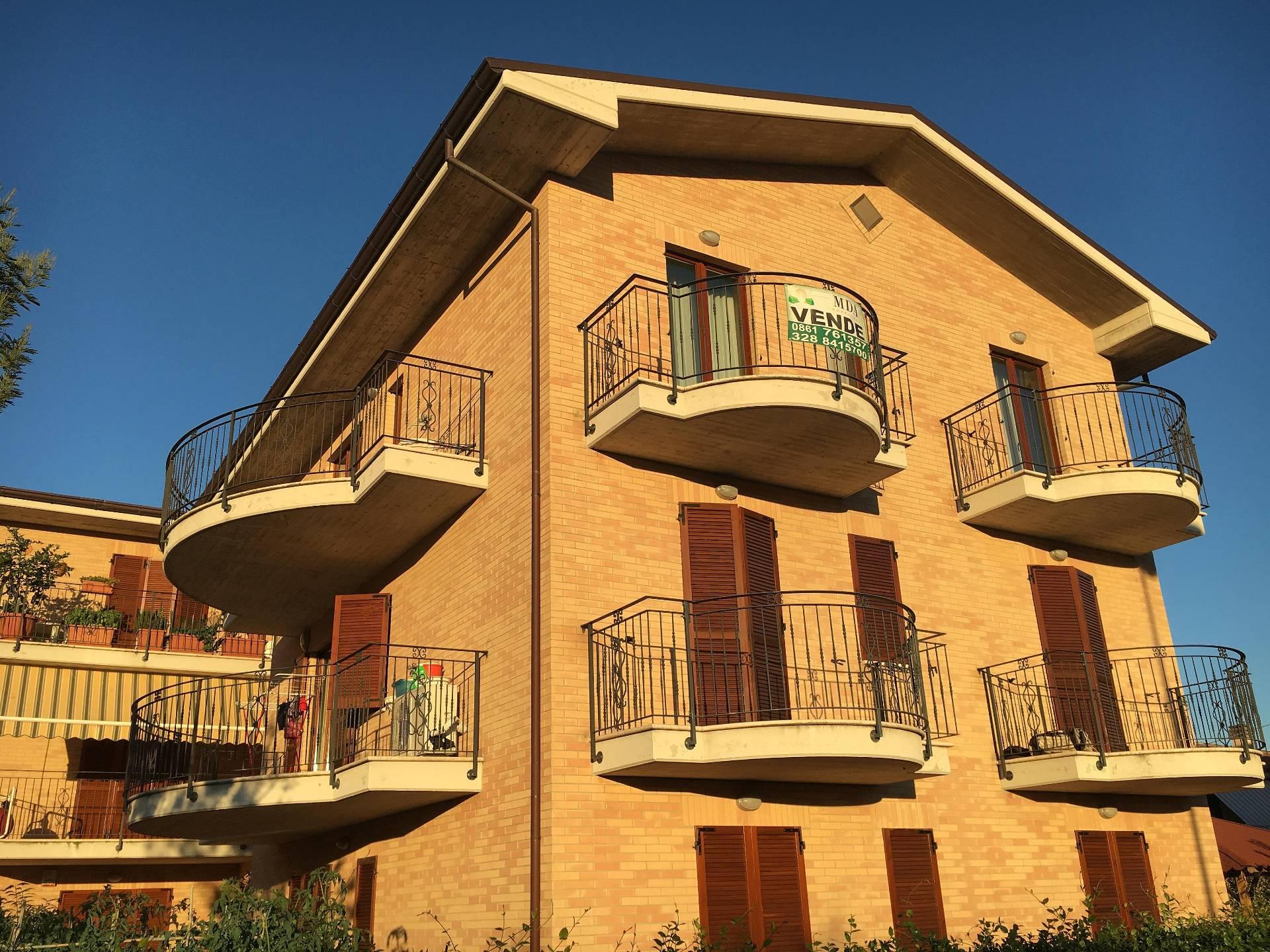 Appartamento in vendita a Spinetoli, 4 locali, zona Località: PagliaredelTronto, prezzo € 119.000 | Cambio Casa.it