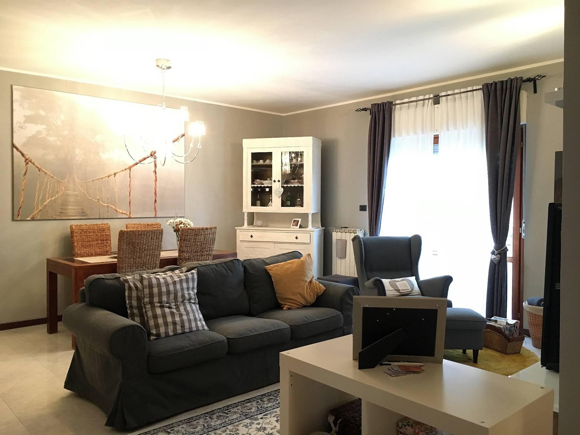 Appartamento in vendita a Corropoli, 5 locali, prezzo € 98.000   CambioCasa.it