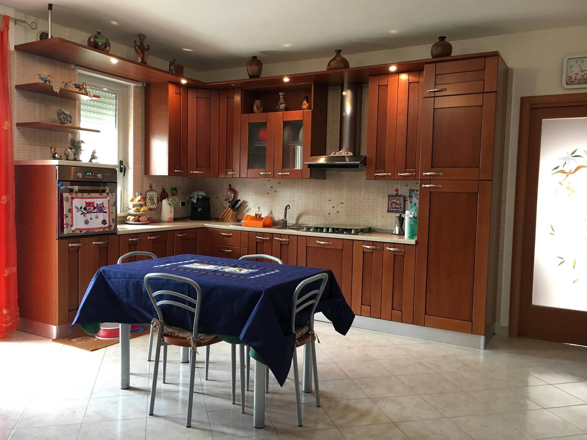 Appartamento in vendita a Corropoli, 3 locali, zona Località: Bivio, prezzo € 84.000   Cambio Casa.it