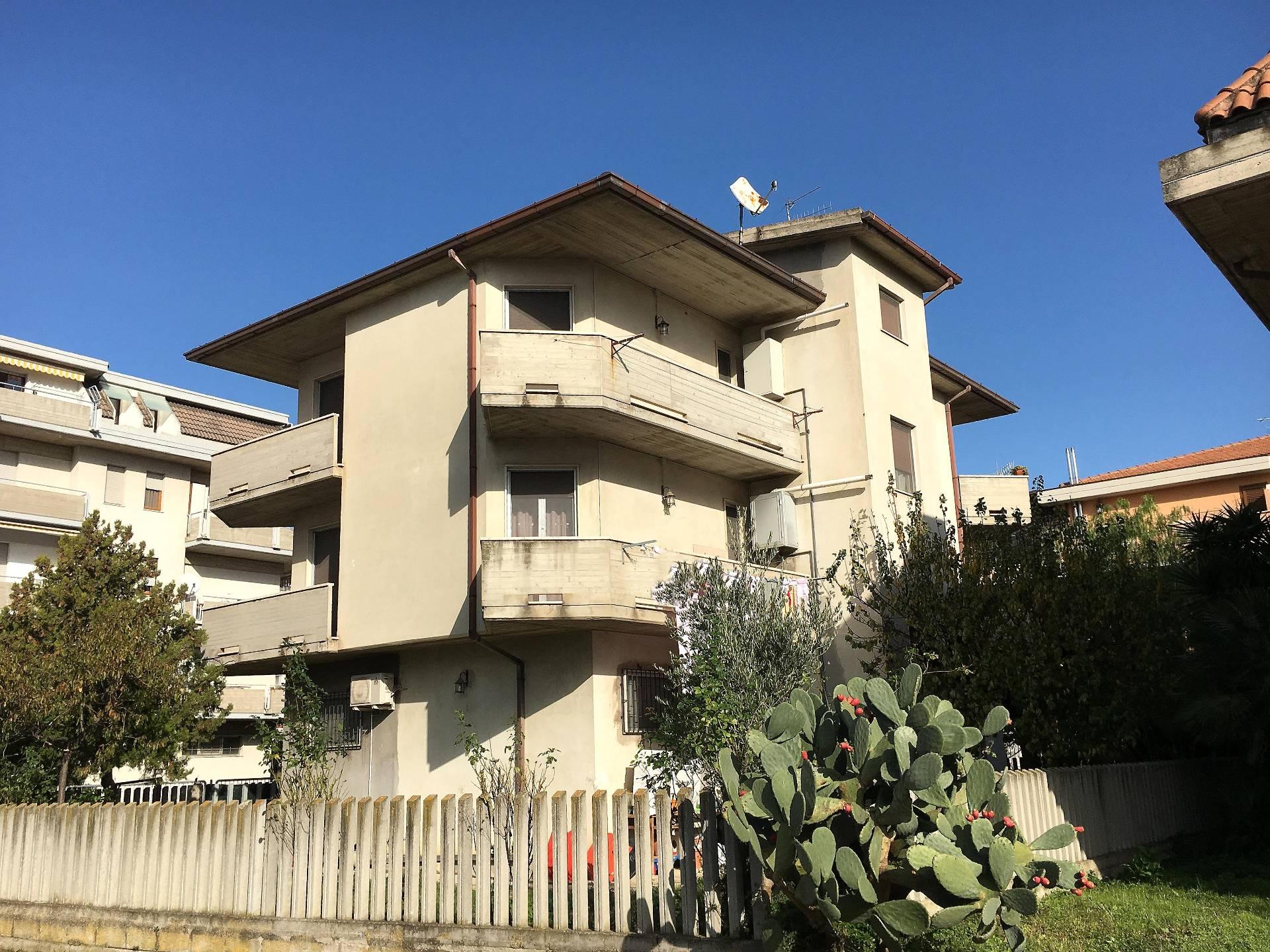 Soluzione Indipendente in vendita a Martinsicuro, 13 locali, prezzo € 268.000 | Cambio Casa.it