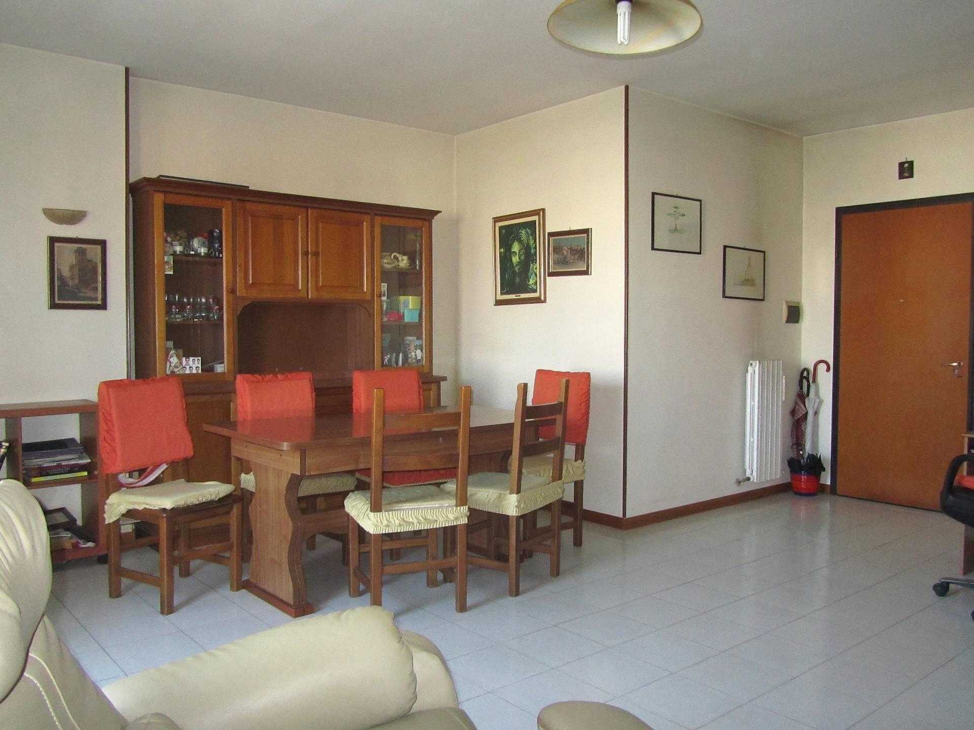 Appartamento in vendita a Martinsicuro, 5 locali, prezzo € 80.000 | CambioCasa.it
