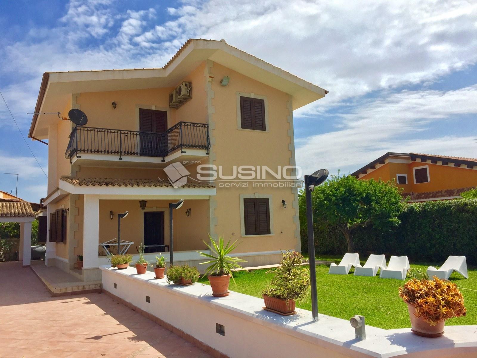 Villa in affitto a Siracusa, 5 locali, zona Località: Arenella, Trattative riservate | CambioCasa.it