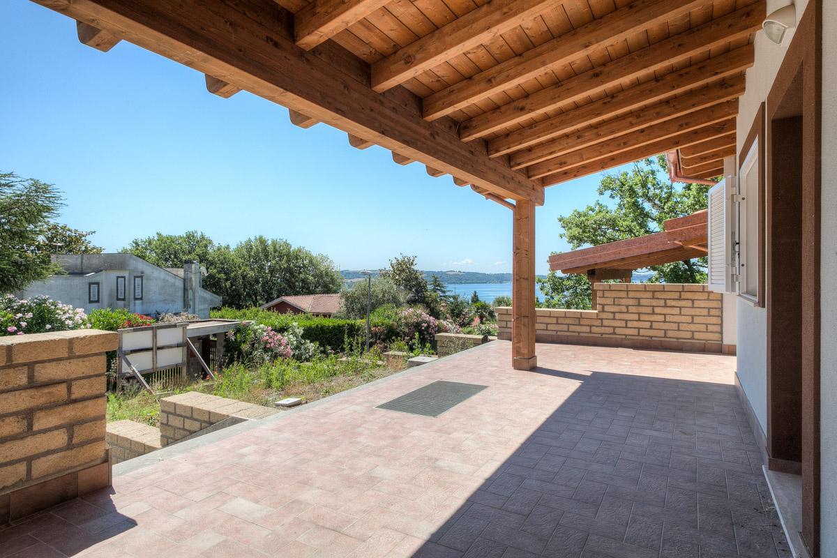 Villa in vendita a Trevignano Romano, 5 locali, Trattative riservate | Cambio Casa.it
