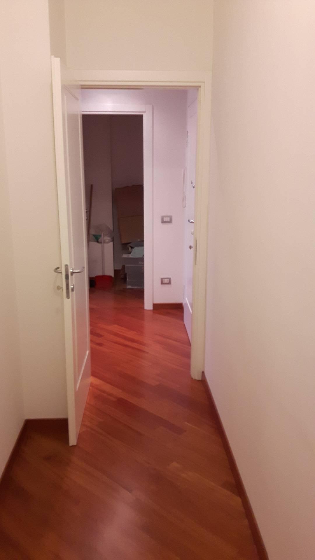 Bilocale Milano Viale Cassiodoro 8