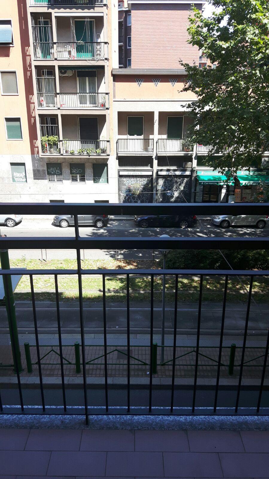 Bilocale Milano Via Giovanni Pezzotti 4
