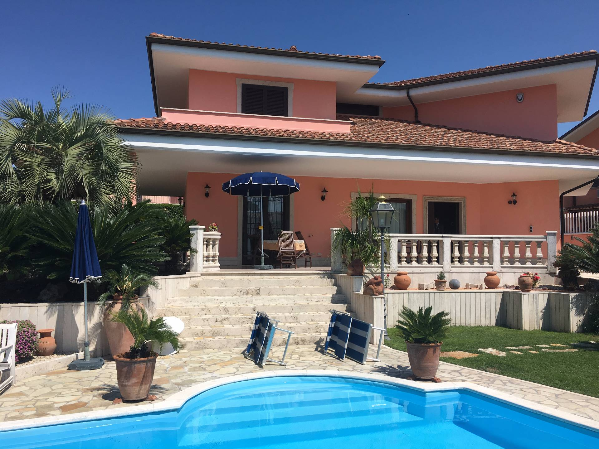 Villa in vendita a Fonte Nuova, 9 locali, zona Località: TorLupara, Trattative riservate | CambioCasa.it