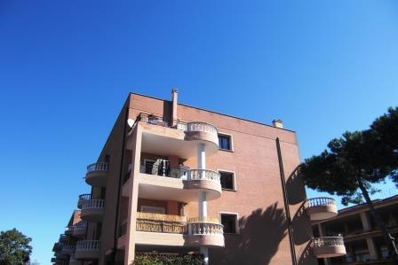 Bilocale Pomezia Via Dei Castelli Romani 10