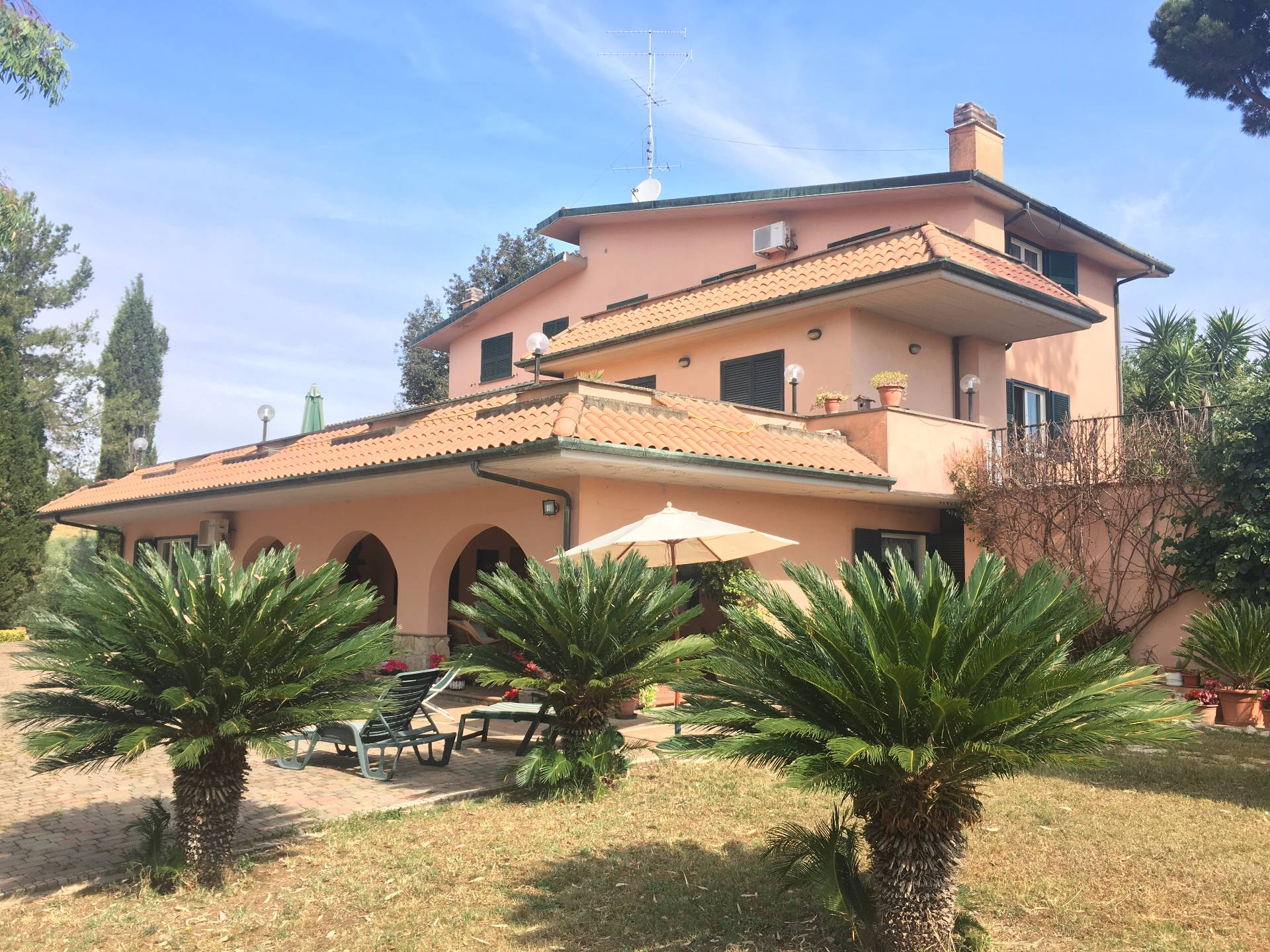 Villa in vendita a Mentana, 17 locali, Trattative riservate | CambioCasa.it