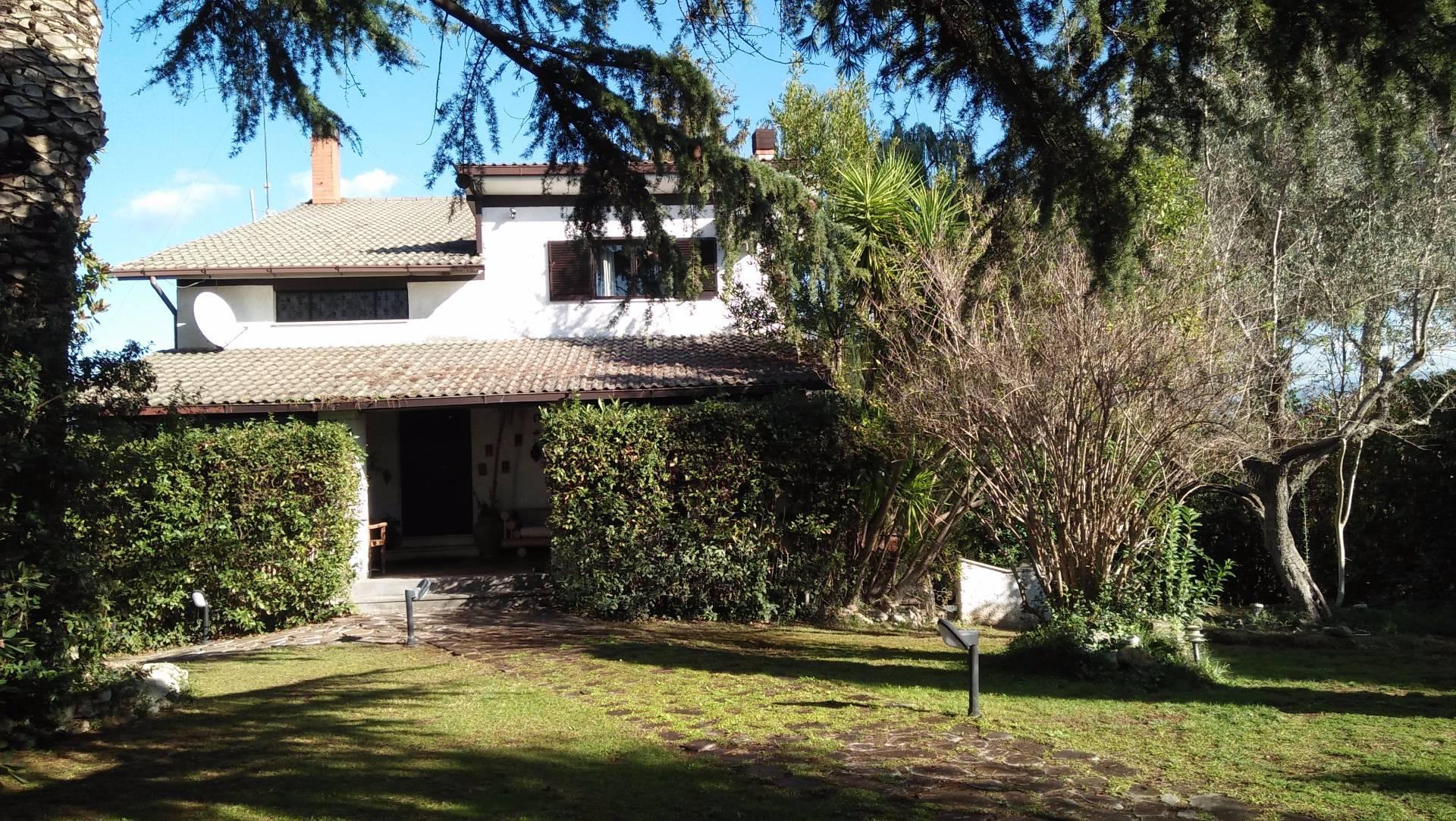 Villa in vendita a Mentana, 14 locali, zona Zona: Casali, prezzo € 490.000   CambioCasa.it