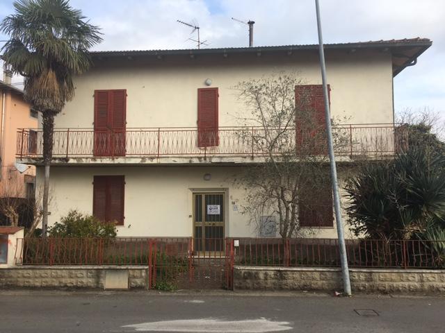 Villa in vendita a Santa Maria a Monte, 7 locali, zona Località: Montecalvoliinbasso, prezzo € 165.000 | Cambio Casa.it