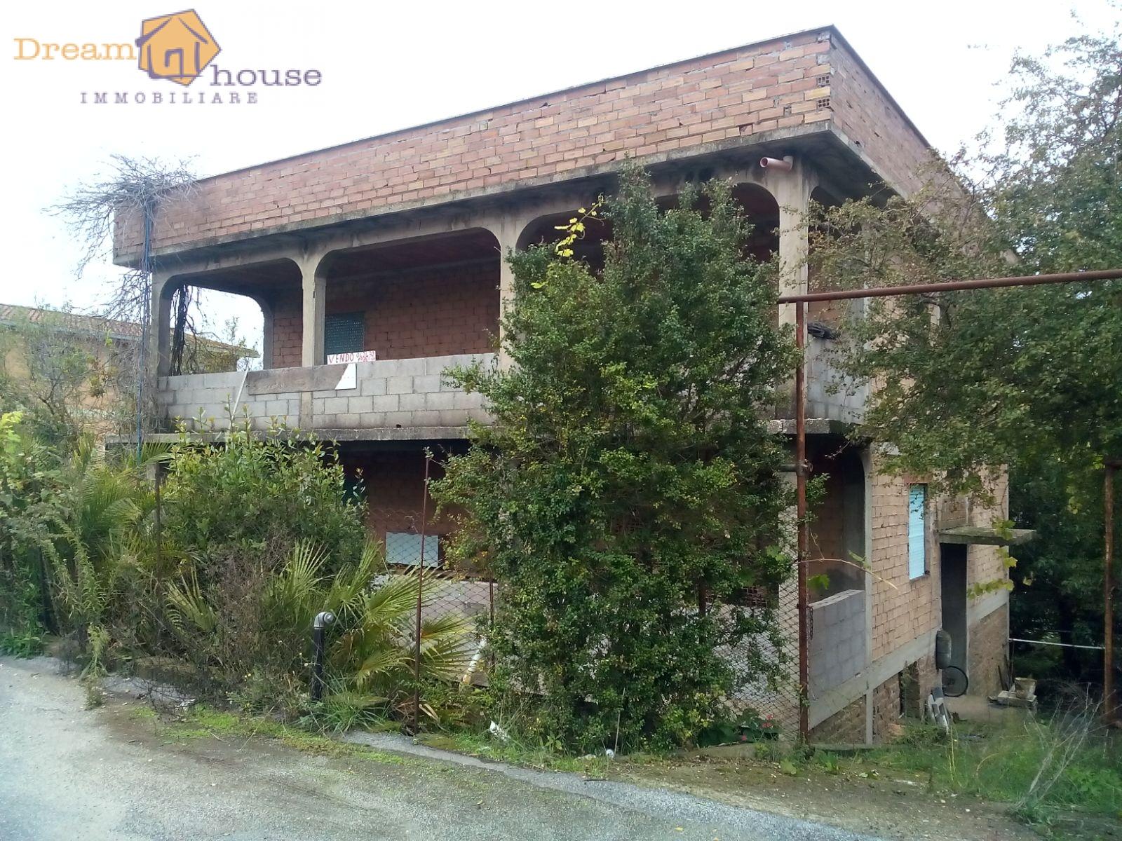 Palazzo / Stabile in vendita a Roma, 10 locali, zona Località: Laurentino, prezzo € 300.000 | Cambio Casa.it