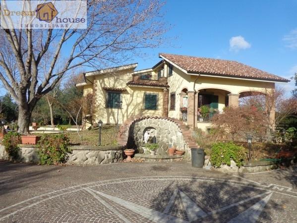 Villa in vendita a Lanuvio, 7 locali, prezzo € 550.000 | Cambio Casa.it