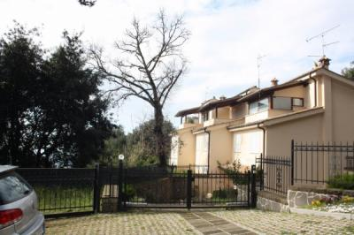Villa Trifamiliare in Vendita a Lanuvio