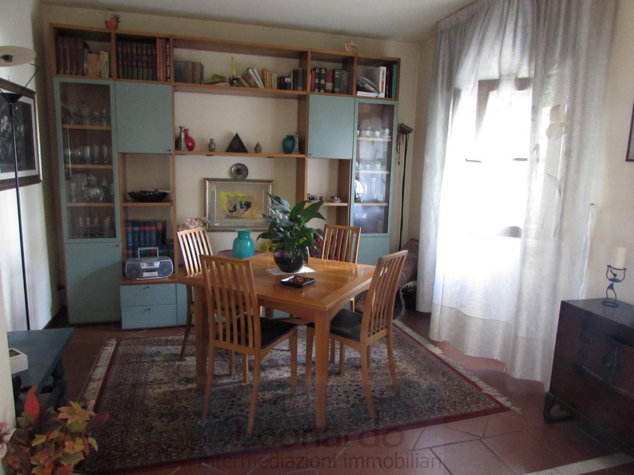 Soluzione Indipendente in vendita a Viareggio, 8 locali, zona Località: Centro, prezzo € 500.000 | Cambio Casa.it