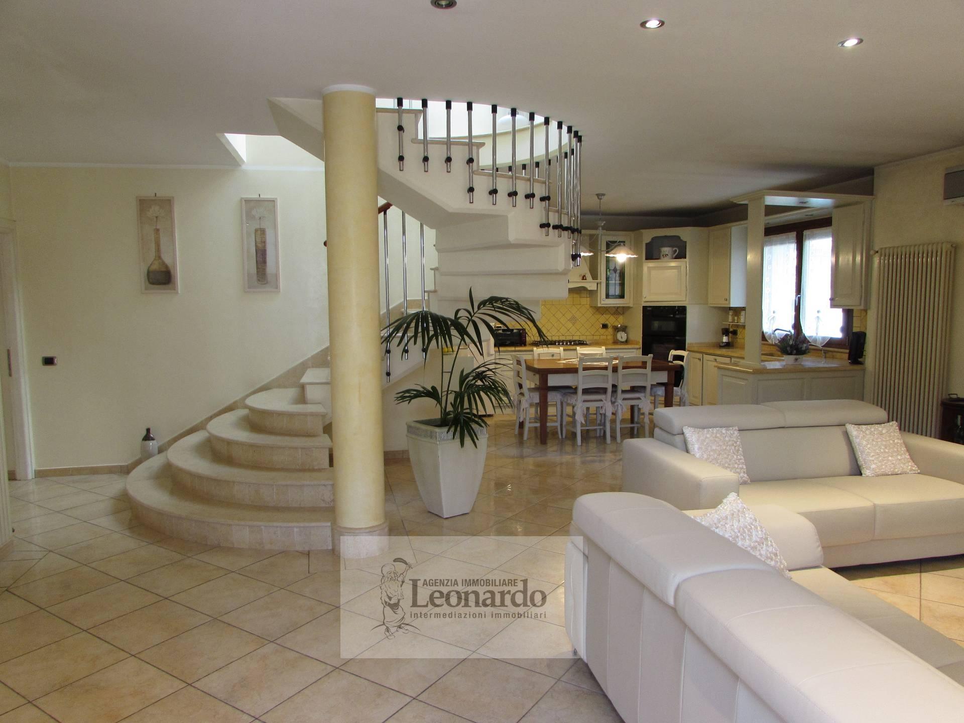 Villa in vendita a Viareggio, 7 locali, zona Località: TorredelLagoPuccini, prezzo € 650.000 | CambioCasa.it