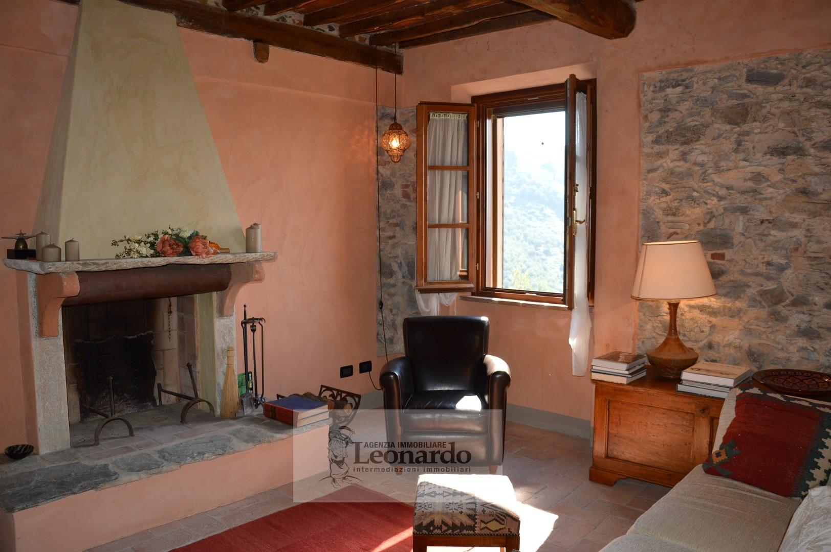 Rustico / Casale in vendita a Massarosa, 7 locali, zona Località: PieveaElici, prezzo € 470.000 | Cambio Casa.it