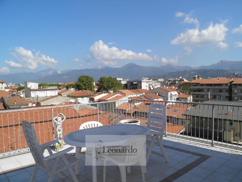 Attico / Mansarda in vendita a Viareggio, 4 locali, zona Località: Lungomare, prezzo € 370.000 | Cambio Casa.it