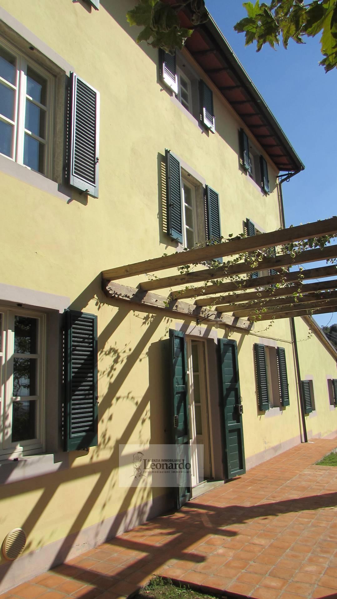 Rustico / Casale in vendita a Massarosa, 8 locali, zona Zona: Bargecchia, prezzo € 595.000 | Cambio Casa.it