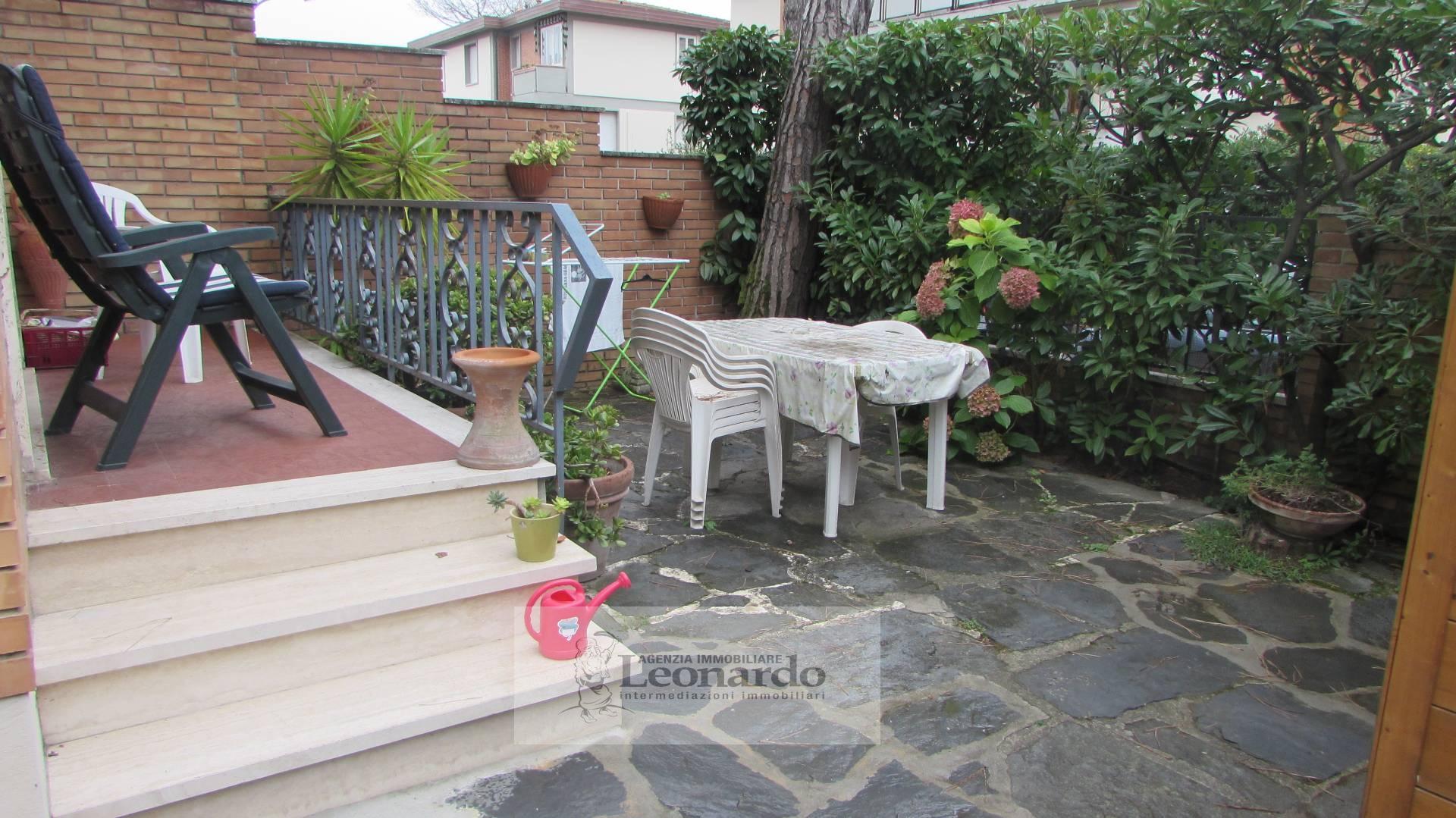 Soluzione Indipendente in vendita a Camaiore, 5 locali, zona Località: LidodiCamaiore, prezzo € 495.000 | CambioCasa.it