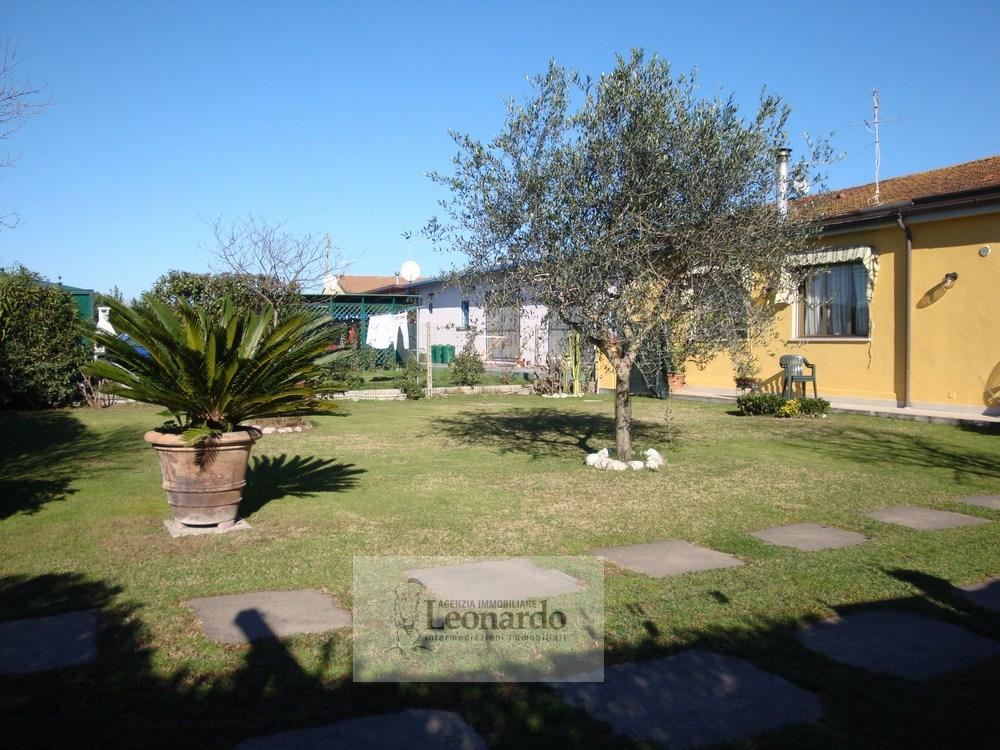 Villa in vendita a Viareggio, 6 locali, zona Località: TorredelLagoPuccini, prezzo € 295.000 | CambioCasa.it