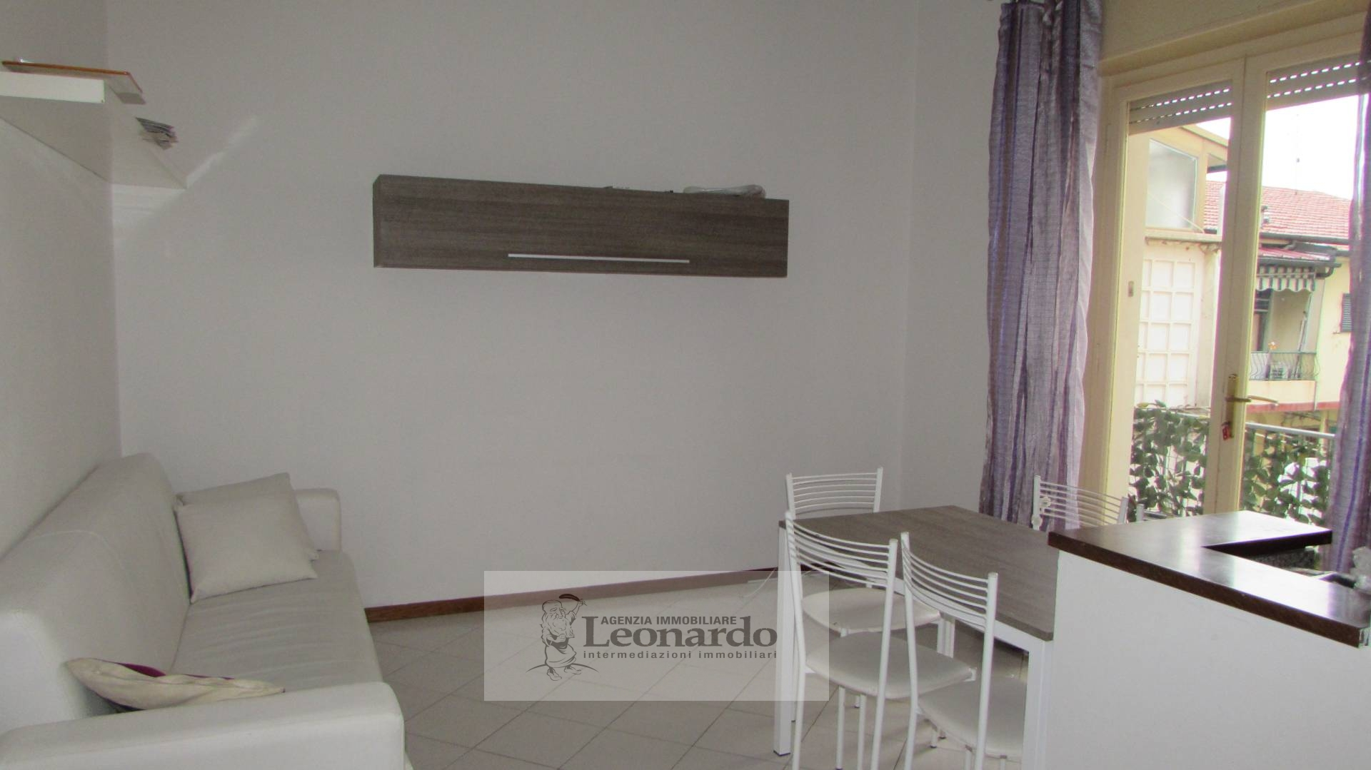Appartamento in affitto a Viareggio, 5 locali, prezzo € 650 | Cambio Casa.it