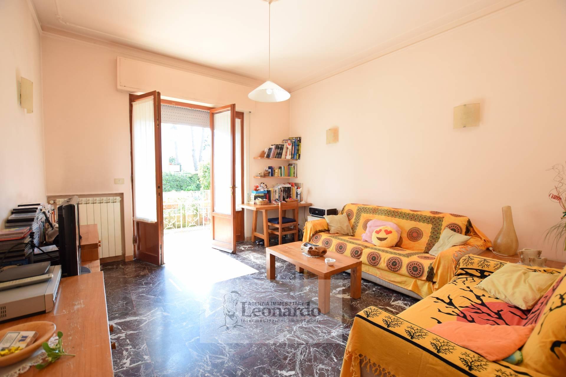 Soluzione Indipendente in vendita a Camaiore, 7 locali, zona Località: LidodiCamaiore, prezzo € 385.000 | CambioCasa.it