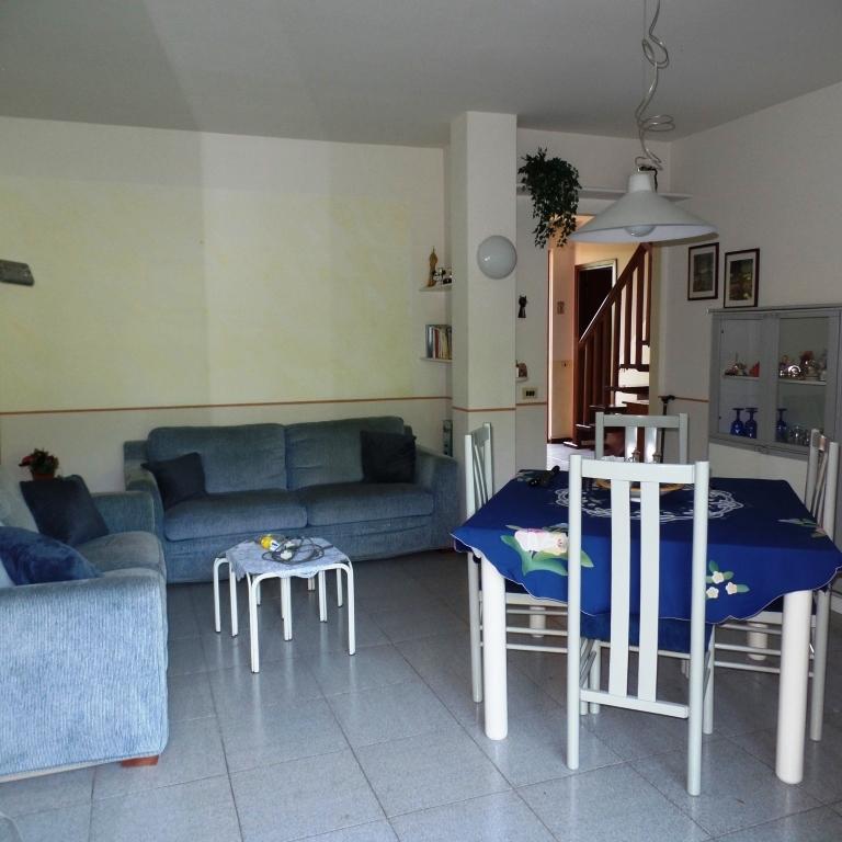 Appartamento in vendita a Calcinate, 5 locali, prezzo € 123.000 | CambioCasa.it