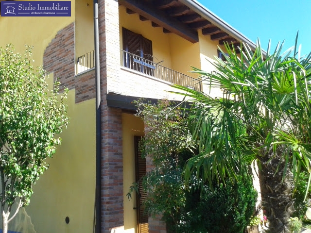 Villa in Vendita a Cava Manara