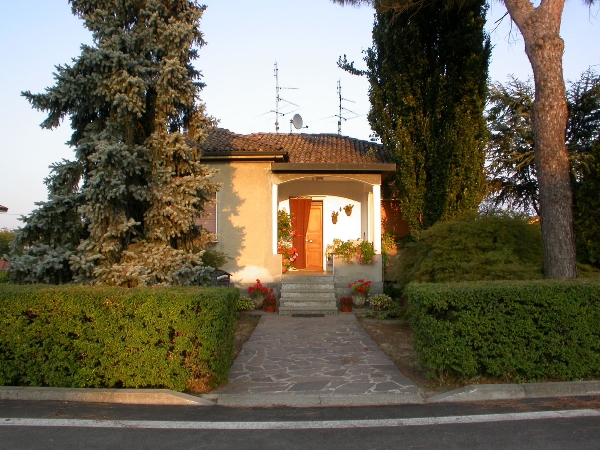 Villa in vendita a Bressana Bottarone, 5 locali, prezzo € 148.000 | CambioCasa.it