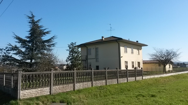 Villa in Vendita a Pinarolo Po
