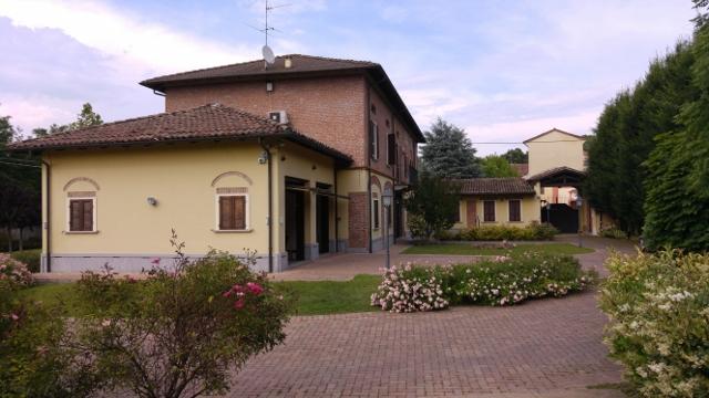 Villa in vendita a Albaredo Arnaboldi, 10 locali, prezzo € 1 | Cambio Casa.it