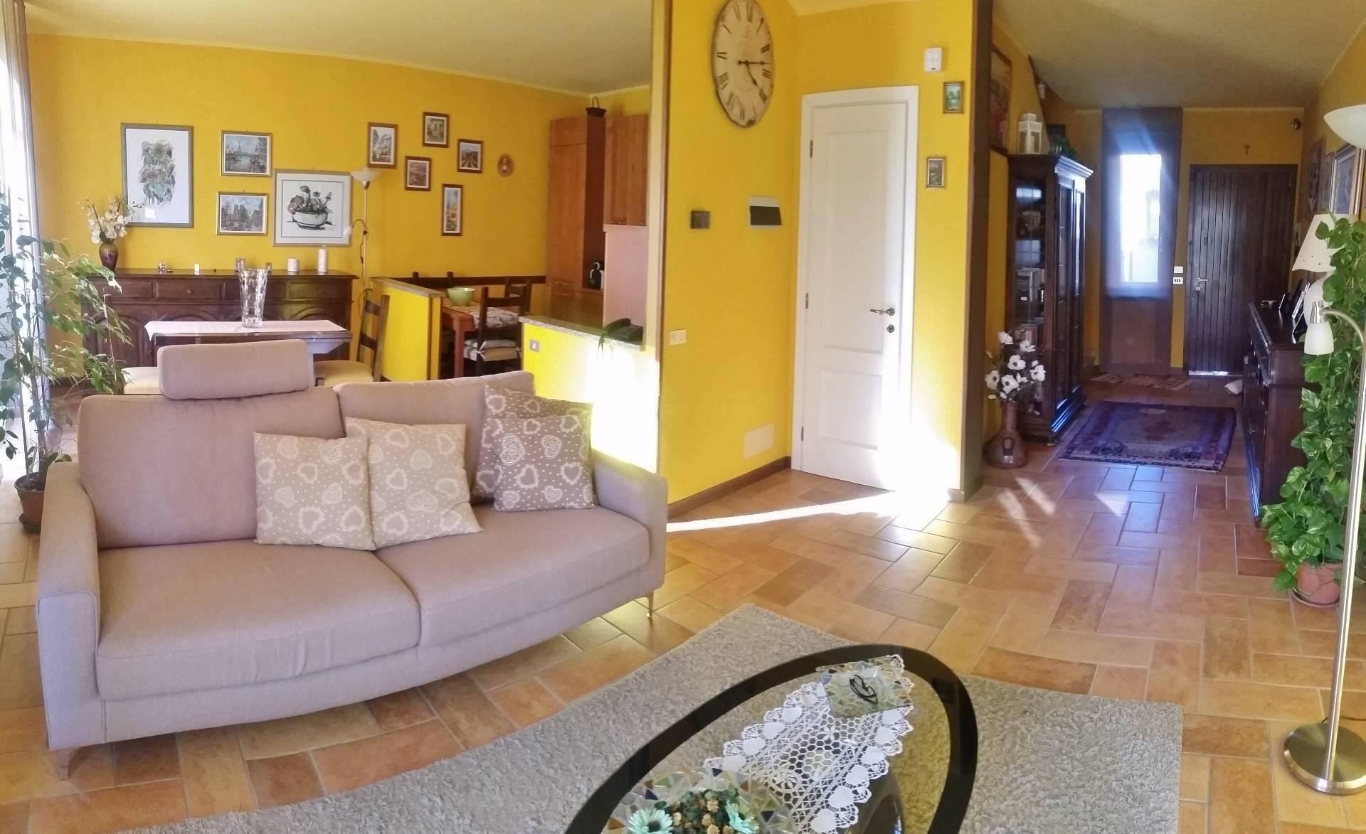 Villa a Schiera in Vendita a Travacò Siccomario