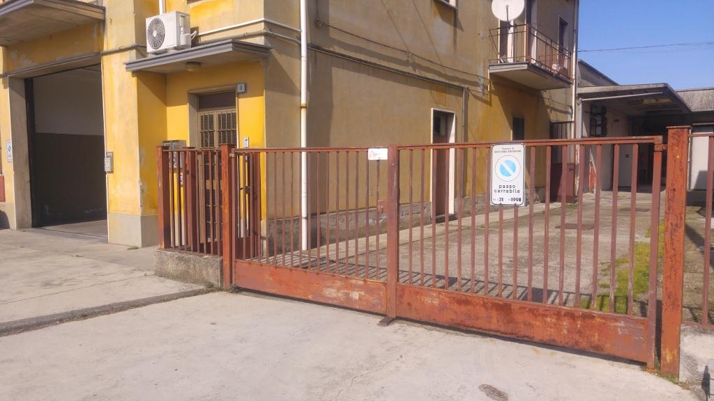 Negozio / Locale in vendita a Bressana Bottarone, 9999 locali, prezzo € 55.000 | CambioCasa.it
