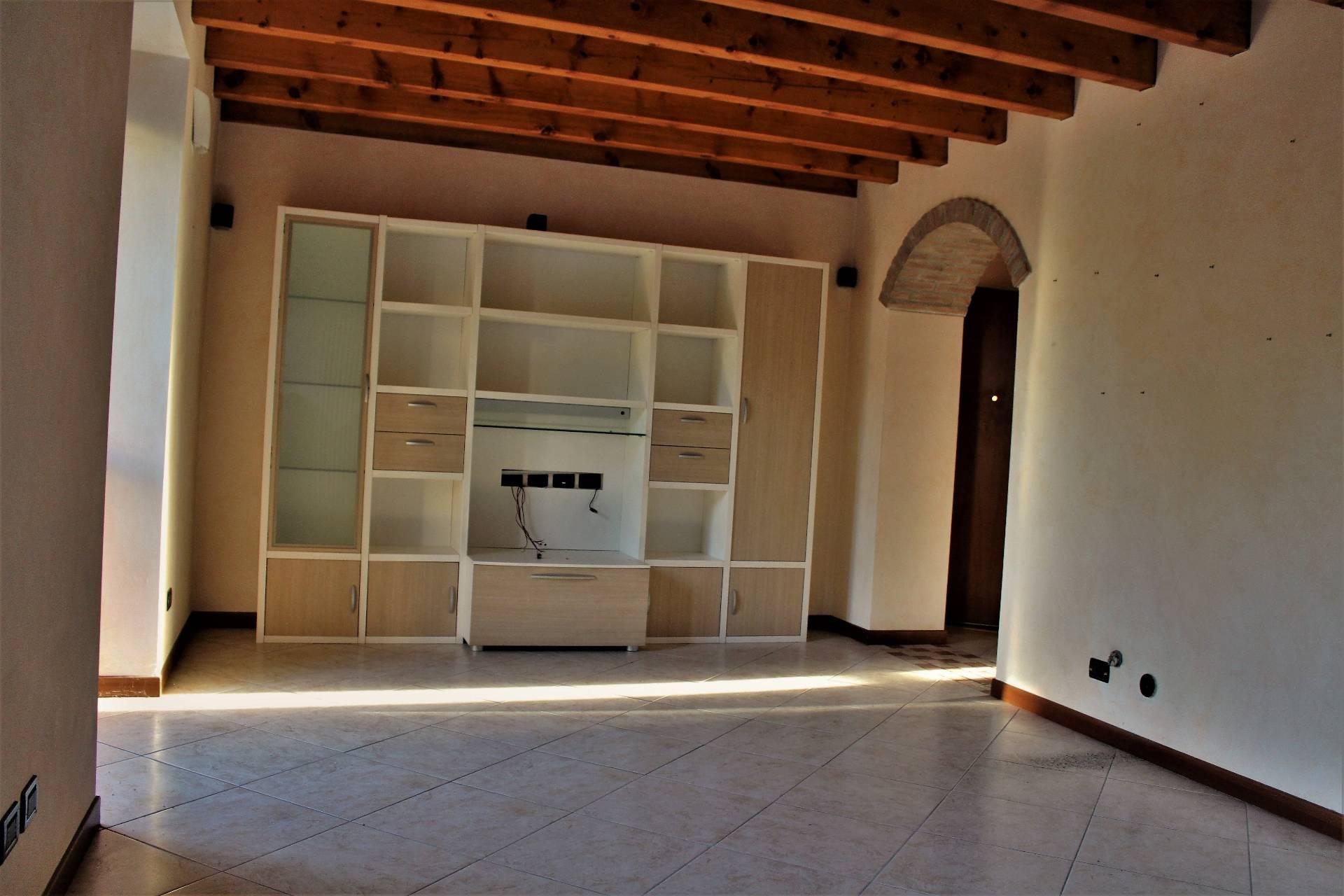 Appartamento in vendita a Pinarolo Po, 4 locali, prezzo € 125.000 | CambioCasa.it