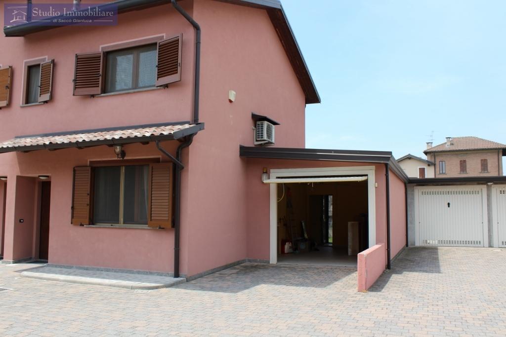 Villa a Schiera in vendita a Pinarolo Po, 3 locali, prezzo € 125.000   CambioCasa.it
