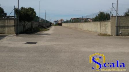 Capannone in affitto a Santa Maria Capua Vetere, 9999 locali, Trattative riservate | Cambio Casa.it
