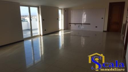 Attico / Mansarda in affitto a Santa Maria Capua Vetere, 4 locali, prezzo € 400 | Cambio Casa.it