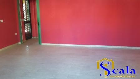 Negozio / Locale in affitto a San Prisco, 9999 locali, prezzo € 550 | Cambio Casa.it