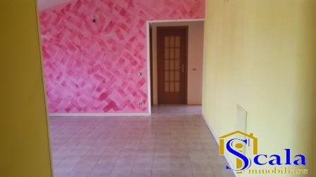 Attico / Mansarda in affitto a Santa Maria Capua Vetere, 3 locali, prezzo € 320 | Cambio Casa.it