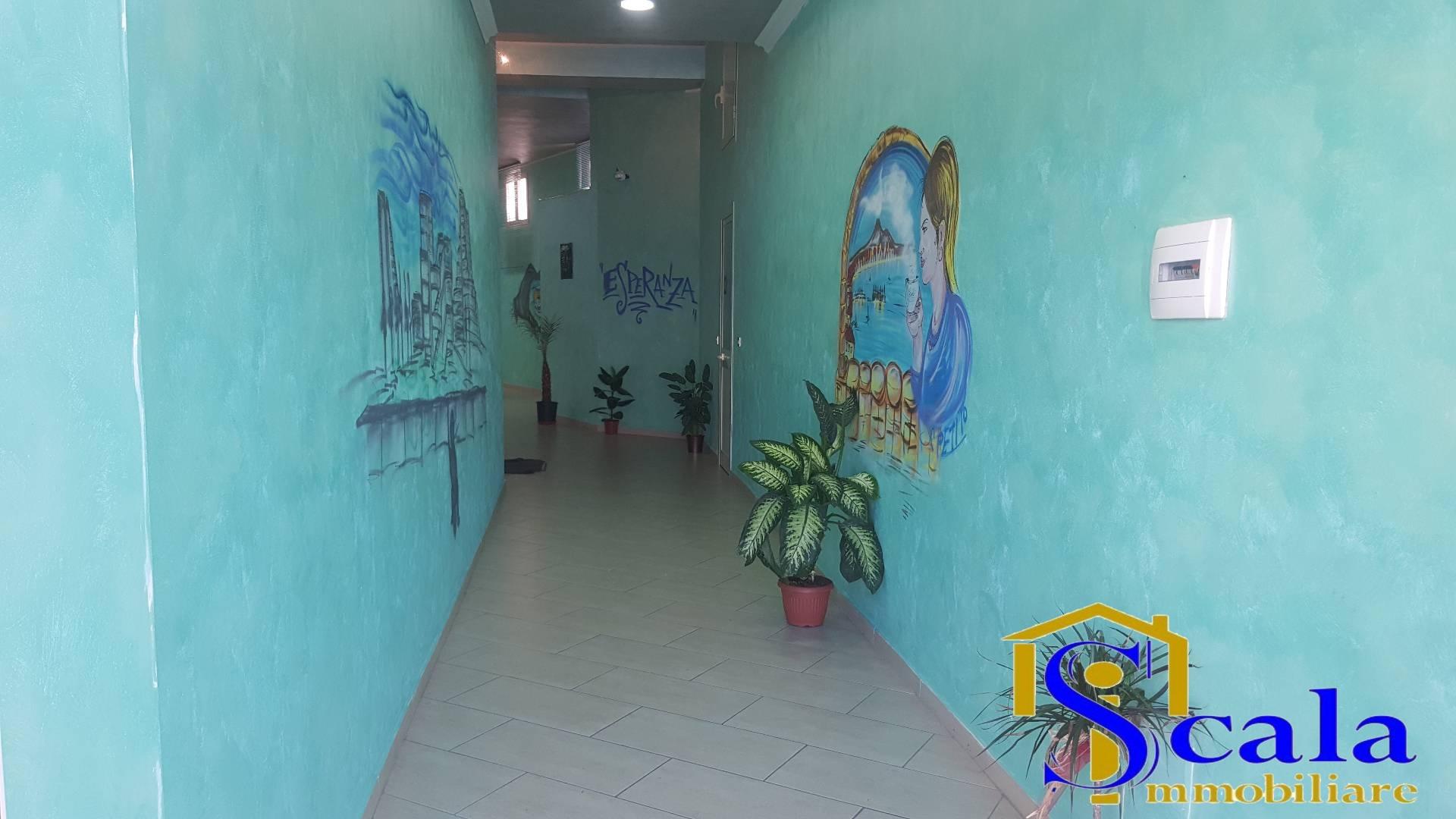 Negozio / Locale in affitto a Santa Maria Capua Vetere, 9999 locali, prezzo € 500 | Cambio Casa.it