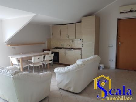 Attico / Mansarda in affitto a Santa Maria Capua Vetere, 3 locali, prezzo € 350 | Cambio Casa.it