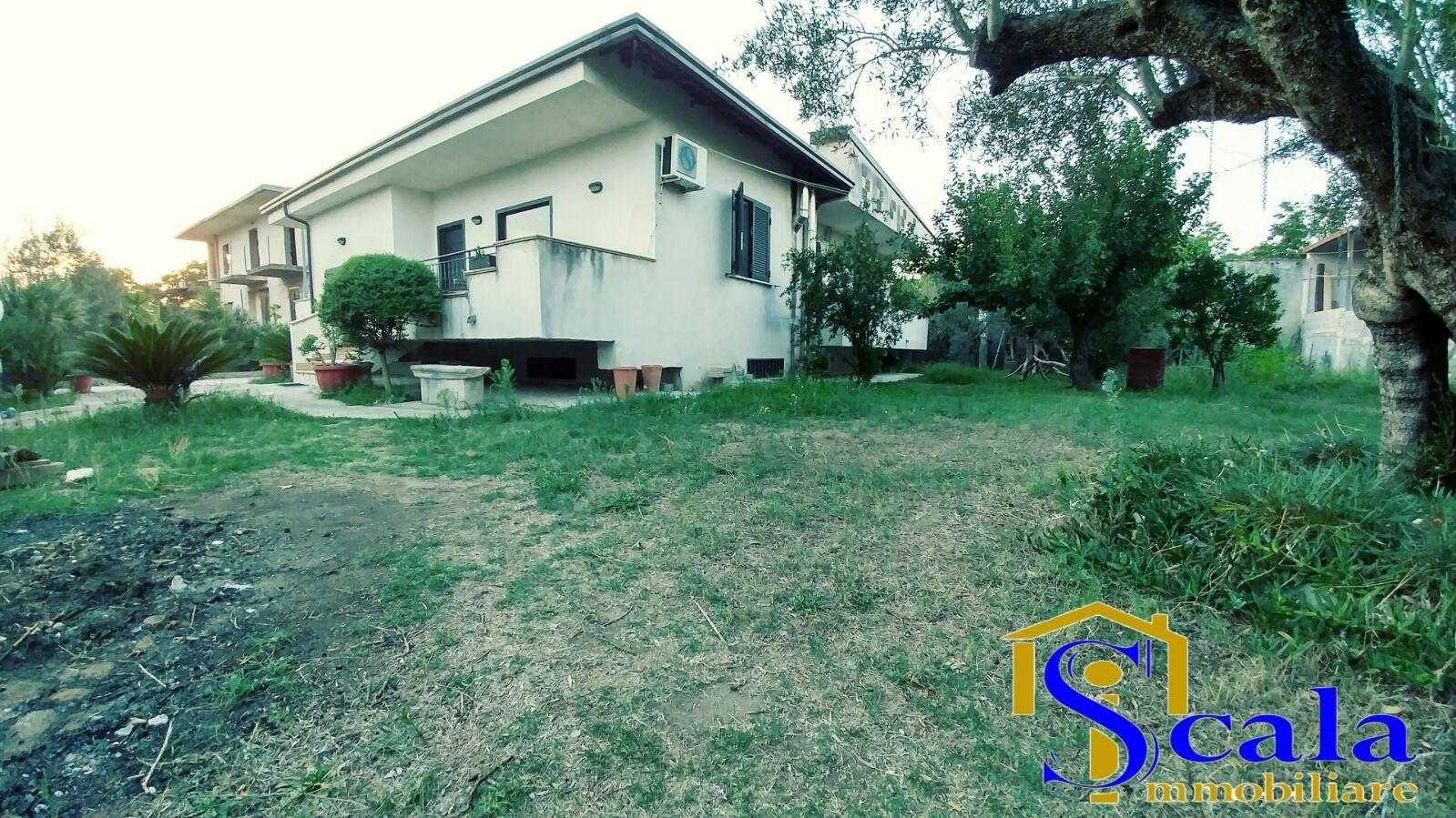 Soluzione Indipendente in vendita a Capua, 5 locali, zona Località: S.AngeloinFormis, prezzo € 245.000 | Cambio Casa.it